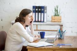 寝ても寝ても眠いのはストレスが原因?体調不良の症状と対処法