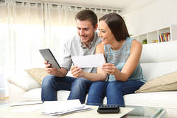 予算会議は毎月実施!結婚したらはじめる、お金の貯まる家計管理とは
