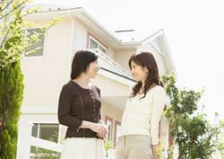 独身女子が悩む「母のために家を買うべきか」 │一人親は気になるが、自分の将来も輝きたい
