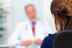 女性の更年期、まずは医師に相談|更年期障害の対処法