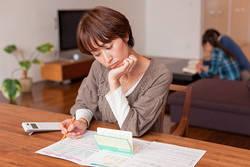 共働き「ブラックボックス家計」が危険な理由│同居しているのに相手の年収も貯金額も「謎」