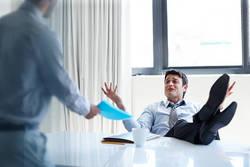 頼りにならない上司にありがちな残念思考│事実を見極めず、部下の予測を真に受ける