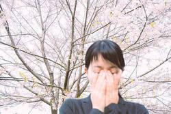 外ではマスク、家では空気清浄機・加湿器で花粉を入れない!春の花粉症講座〜対策編