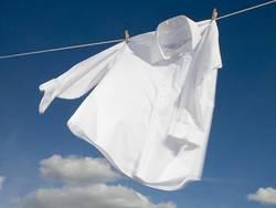シャツの黄ばみを落とす「つけ置き洗い」術|漂白剤でつけ置きをすればキレイになる