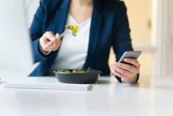 「イライラと不安」を増幅させる食生活の正体|5月病を引き起こす、「鉄欠乏」と「糖質過多」