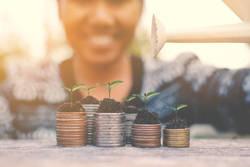 20代社員は地味な積み立て投資が向いている|投資を始めるならどんな方法がいいのか