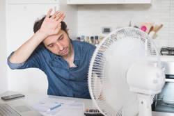 男女とも要注意!その汗っかきは「冷えのぼせ」の症状かも