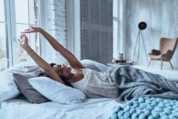 睡眠不足で太るってホント?睡眠時間と肥満の密接な関係