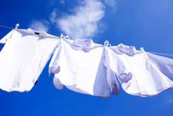 夏は洋服も焼ける? 気を付けたい洗濯物の干し方