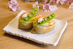 海老とスナップえんどうが鮮やかな、オープン3色いなり寿司【男の和ごはん・春のお弁当編#3】