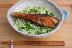 甘辛タレで大満足!490kcal「ぶりの照り焼き丼」【男の和ごはん・丼物編#17】