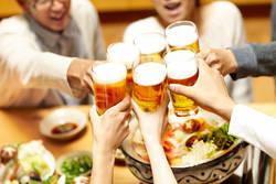飲み会続きでも「太らない人」が取る行動3選|食べたものを把握し早めに過剰分を調整する
