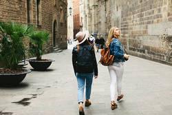 街歩きを楽しくする新たな視点!擁壁観察の方法を散策家・志歌寿ケイトさんに教わる