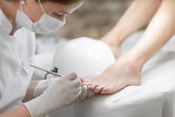 「足の爪切り専門店」でプロの技を体感! - 自宅でできるフットケアも