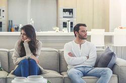 離婚原因ランキング、夫2位「心の虐待」妻2位「生活費」1位は定番の…