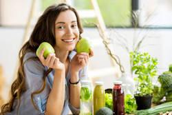 【やせる噂はウソ!?】管理栄養士が解説!「りんごダイエット」を成功させる食べ方とは?