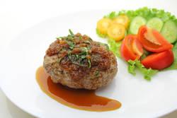 【管理栄養士おすすめ】少ないお肉でボリューム満点!絶品☆豆腐ハンバーグレシピ3選