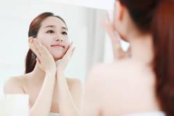 美容家・石井美保さんが実践する「朝の超保湿術」でメイク直しいらずの肌へ