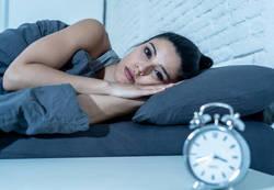 なぜ!?疲れているのに眠れない21の原因と対処法|医師監修