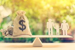 20代共働き夫婦、年収550万円で貯金厳しい…3人目は諦めるべき?