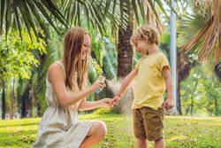 子どもとアウトドア 野山にはキケンな虫もいっぱい…安全な虫よけの使い方知ってますか?