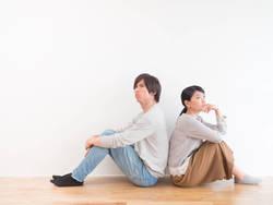 「あえて寝室を別にする」夫婦が増えている理由│人生100年時代が問い直す「幸福な距離感」