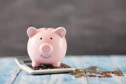 定年退職前後のお金はいったいいくら必要か| 高コストや複雑な金融商品の運用には注意だ