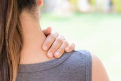 ストレートネックや頚椎症の根本的な原因、「ネックストレス」とは?