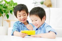 子どもの急性内斜視…スマホ使いすぎ原因か