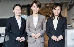 職場での女性の服装、どんな時に「マナー違反」と感じる?
