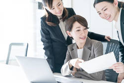 「機会があれば管理職にチャレンジしたい」と回答した女性の割合は?