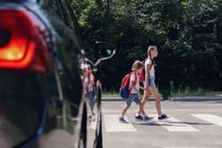 子どもの交通事故が激増する10月、親やドライバーが気をつけるべきこと