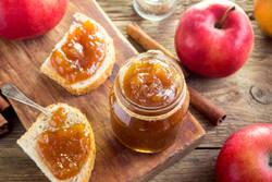 とろける甘さ×さわやかな香りでやみつきに!レンジで簡単「りんごバター」のレシピ