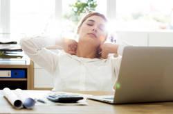 肩こりや疲れの解消へ! スキマ時間の簡単ストレッチで健康をキープしよう