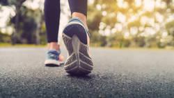 コロナ禍「歩行数が減った人」を襲う老化リスク|足専門病院の医師が語る歩くことの重要さ
