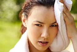 顔がほてる、汗をかく。最も多い悩み「ホットフラッシュ」の改善策