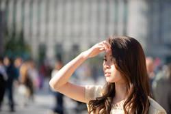 食事で日焼けの原因となる活性酸素に立ち向かう。手強いのは「一重項酸素」