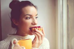 止まらない食欲、見なりを気にしなくなる…。日常に現れる「ストレスサイン」を見逃さないで