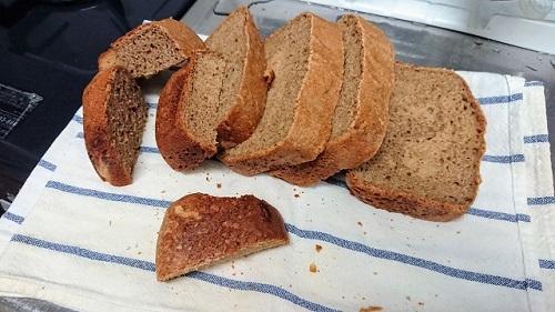 全粒粉100%のパン