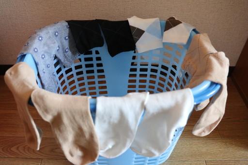 洗濯カゴの活用例。靴下、パンツ、ミニタオルなど、丈が短いものを干そう
