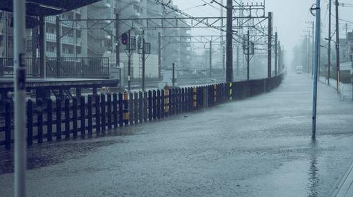台風などに伴う豪雨の際、いつ避難するかはどう見極めればいいのでしょうか(写真:Graphs/PIXTA)