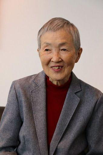 若宮正子(わかみや まさこ)/1935年生まれ。銀行を定年退職後に、パソコンを独学で始める。シニア世代向けネット上の高齢者クラブ「メロウ倶楽部」創設メンバーの1人。81歳でiPhoneアプリ「hinadan」を開発し、アップル開発者向けイベントにAppleのティム・クックCEOから特別招待される。2018年2月には米ニューヨークで国際連合の事務局が主催する会議に招かれ、シニア層によるデジタル技術活用について、英語で基調講演した。日本政府の「人生100年時代構想会議」の有識者メンバーにも選ばれている(筆者撮影)