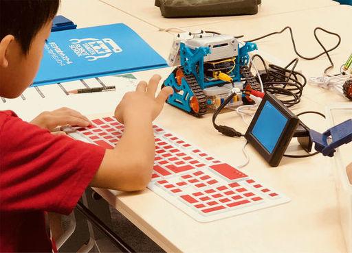 「タミヤロボットスクール」の授業風景。直営の教室は持たず、カリキュラムを提供するフランチャイズ方式で全国に教室を展開している(横浜で行われた同スクールで筆者撮影)