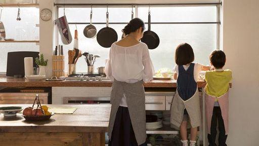 共働きが普通になった今日、専業主婦を妻に持つ男性の考え方とは(写真:Fast&Slow/PIXTA)