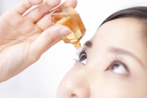 花粉対策として市販の点眼薬や点鼻薬を使用している人は約4割だった