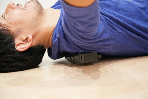 吉田さん愛用の大字式健康器。仙骨にあてたり、うつぶせになっておなかに当てたり、詰まっている部分に当て、ツボを刺激しほぐしていく。