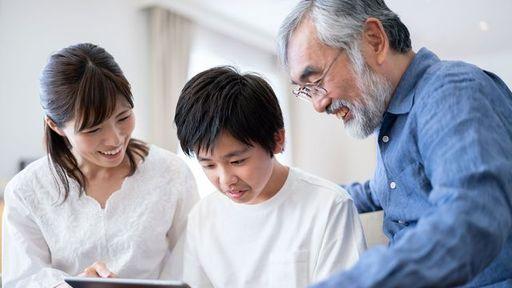 多額の資産がなくても、生前贈与はやっておくべき。残された家族にとって恩恵は大きい(写真:kotoru/PIXTA)