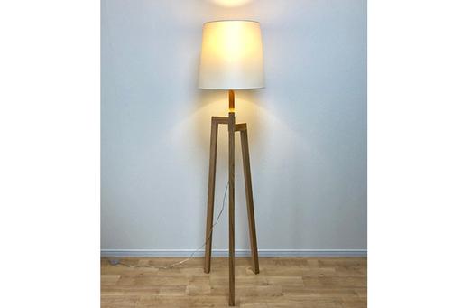 間接照明は反射を利用するために穏やかな光になりやすい
