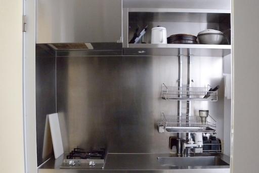 無駄を削ぎ落としたインダストリアル系のキッチン