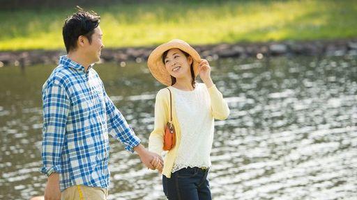 近年の傾向として、年下のパートナーを「育てる」再婚女性が増えています(写真:8x10/PIXTA)